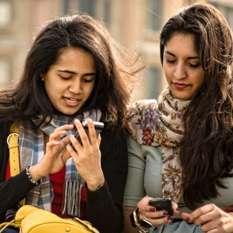 friends texting